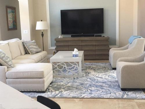 Light Colored Clean Looking Area Rug